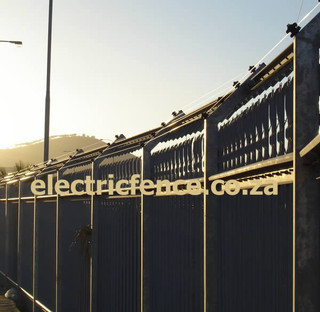 4-Strand stand-Off electric fencing