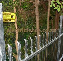 4-Strand electric fencing fitted to Palisade exstended posts