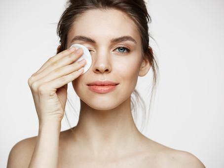 Entenda a importância de retirar a maquiagem antes de dormir