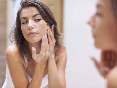 6 dicas para cuidar da pele e prevenir a acne durante a quarentena