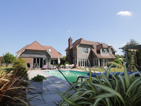 Hewshott - Domestic guest suite and entertainment/pool house & swimming pool