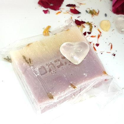 סבון שמן זית אורגני - לבנדר רוזווד עלי ורדים
