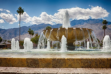 An image of a water fountain Palm Springs, labled for reuse by Google Pictures