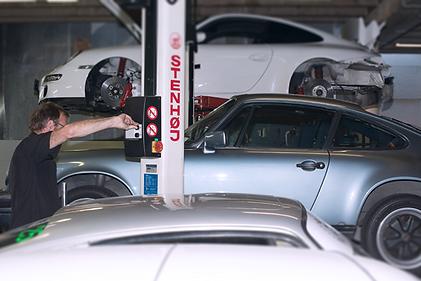 Hoist Specialist Porsche Servicing Auckland