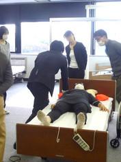 笠原聖吾 理学療法士 LACスクール講師 持ち上げない移乗 腰痛対策 4.JPG