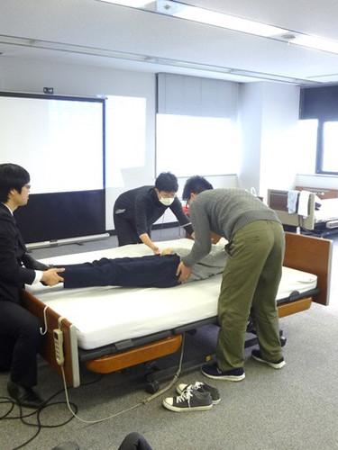 笠原聖吾 理学療法士 LACスクール講師 持ち上げない移乗 腰痛対策 7.JPG