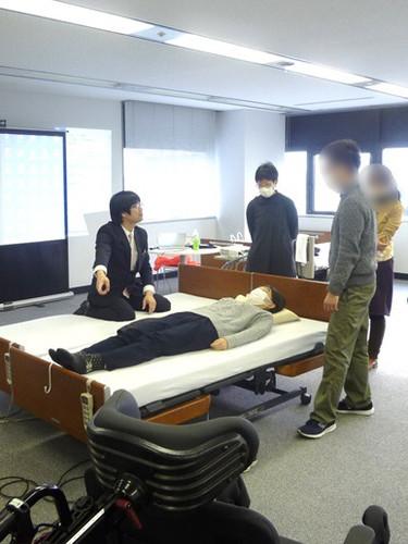 笠原聖吾 理学療法士 LACスクール講師 持ち上げない移乗 腰痛対策 6.JPG
