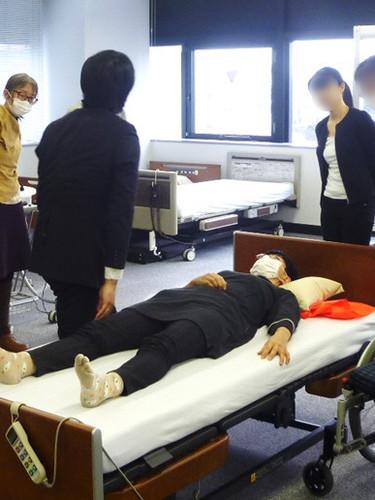 笠原聖吾 理学療法士 LACスクール講師 持ち上げない移乗 腰痛対策 5.JPG