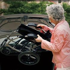 エルゴライト 軽量&コンパクトなだけじゃない 車いす 車への積み込み楽々 .jpg