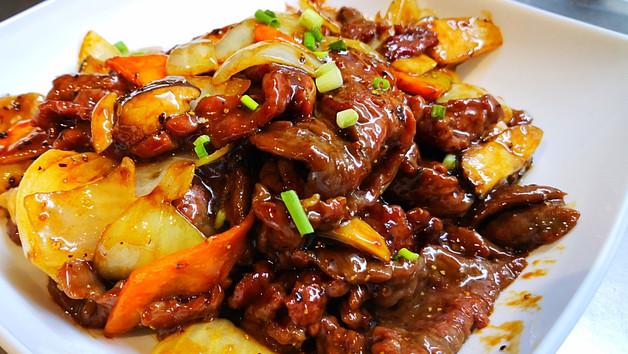 杏鮑菇黑椒牛 Rindfleisch mit Kräuterseitlinge an Schwarzpfeffersauce