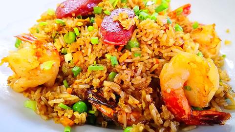 華苑炒飯 Huayuan Fried Rice mit Crevetten & chin. Salami
