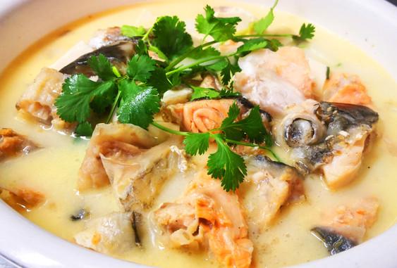 鱼头豆腐汤 Fischeintopf mit Lachskopf & Tofu