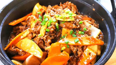 杏鮑菇黑椒羊 Lamm mit Kräuterseitlinge an Schwarzpfeffersauce