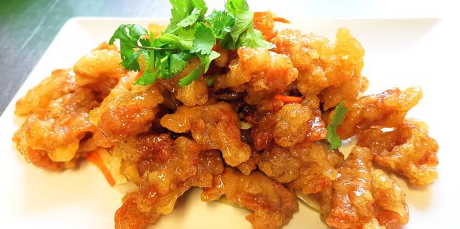 鍋包肉 Lady Pork - Frittiertes Schweinefleisch an Zucker-Essig-Sauce