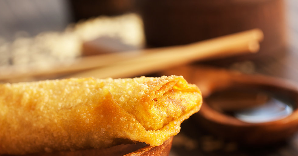 Crispy spring roll with soy sauce and ri