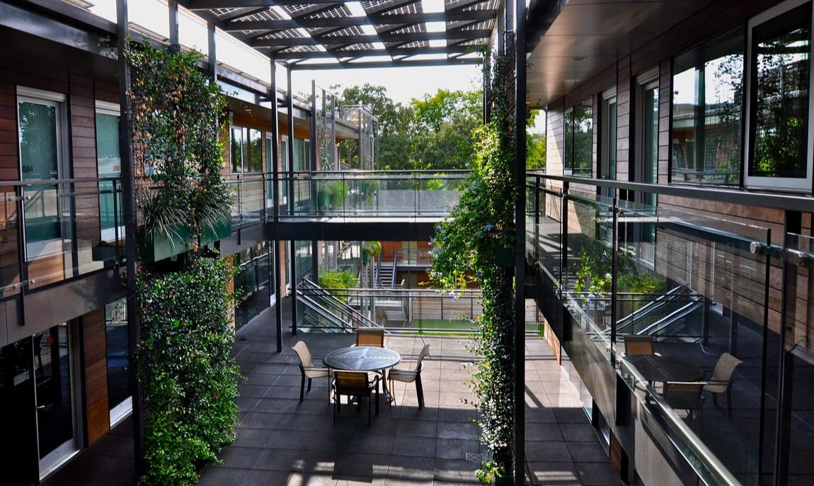 904 West Atrium