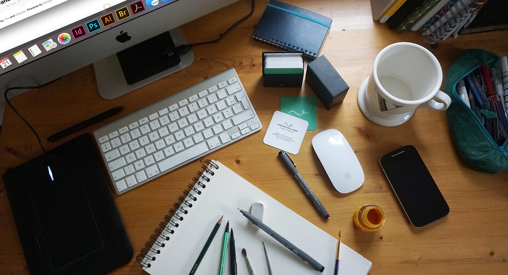 Vanora Rolland graphiste recherche graphiste rouen, freelance création de logo affiche flye plaquette rouen normandie 76 graphique graphisme bureau travail identité visuelle charte graphique pas cher, infogrpahste, yvetot, le havre, haute normandie, original
