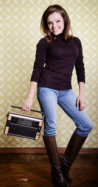Perfectune FM vintage radio girl