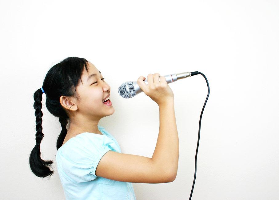Young asian girl singing..jpg
