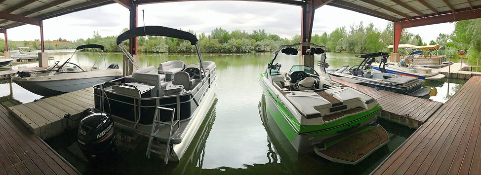 Boats%2520on%2520lake%2520at%2520dealers