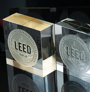 LEED Glass BLOCK + GOLD 20 x 20 x 10 cm