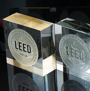 LEED Glass BLOCK + GOLD 20 x 20 x 8 cm