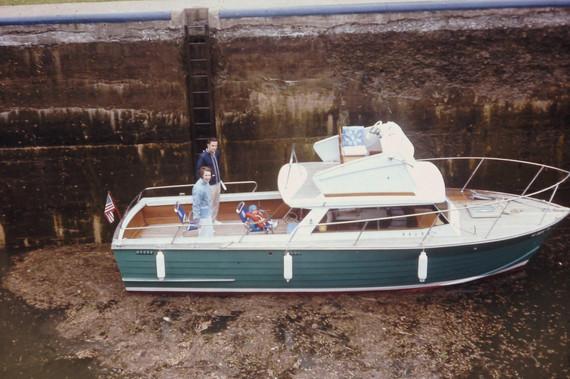 1971 in the locks aboard TRIUMPH - 1968 trojan sea skiff