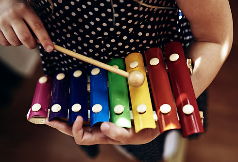 web-kid-playing-xylophone-color-stasique