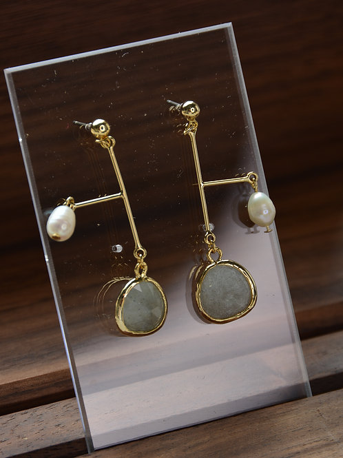 Pearl and Moonstone Earring