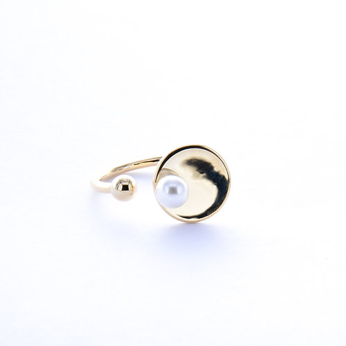 Square on a Flat Circle Ring/Pearl on a Flat Circle Ring