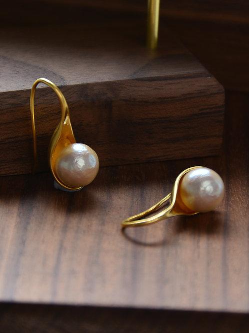 Scoop the Pearl Earring