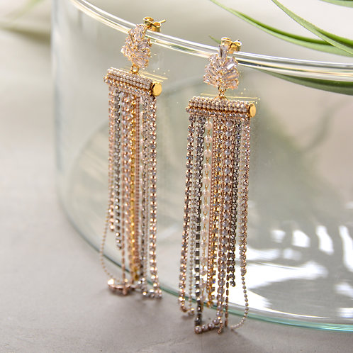 Many Crystal Chain Glamorous Earrings