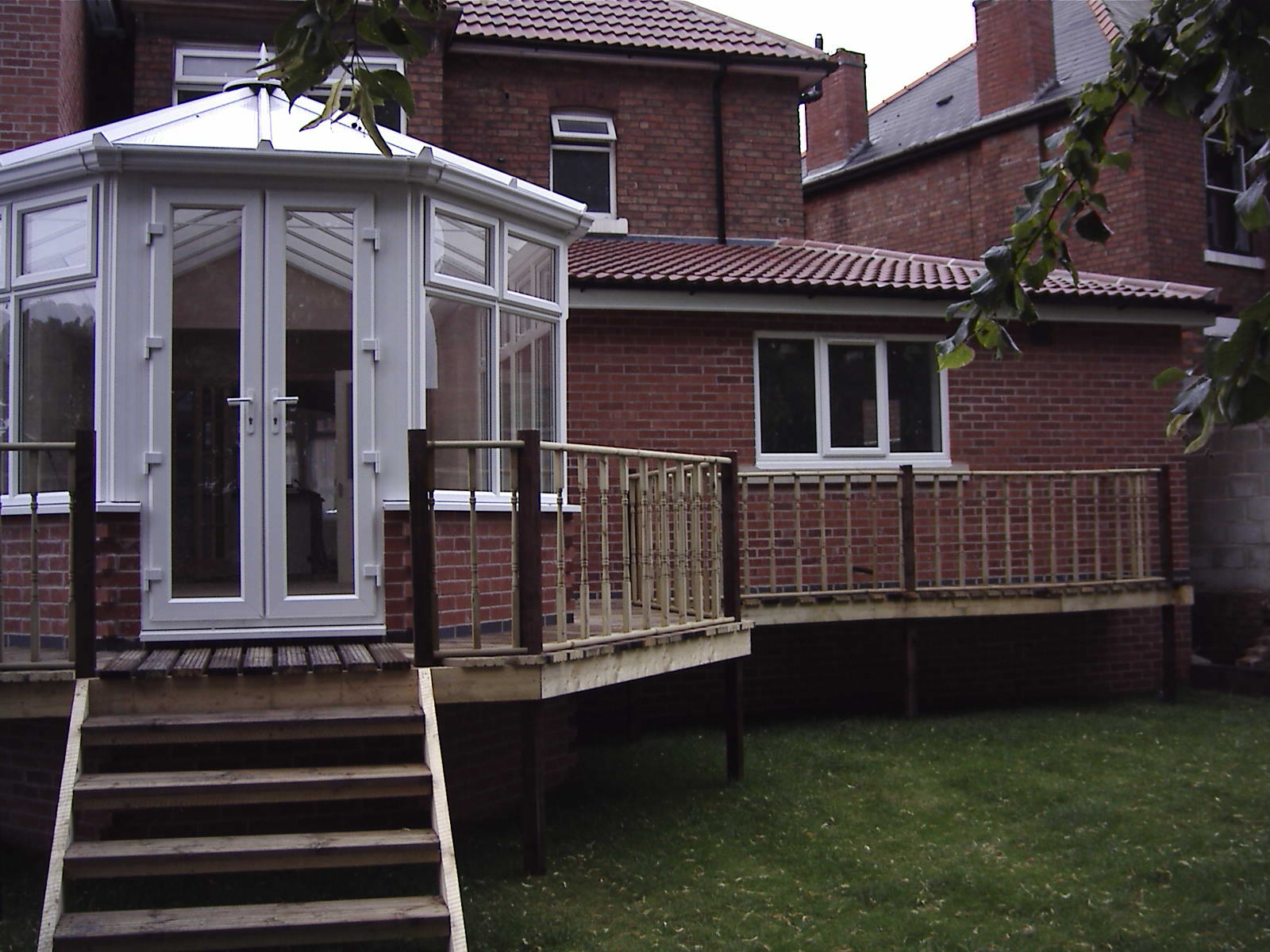 19 Empress Rd decking & lawn area 2005