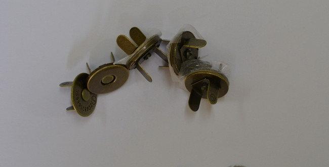 Magnetic Closures Antique Gold 14mm (4 per pack)