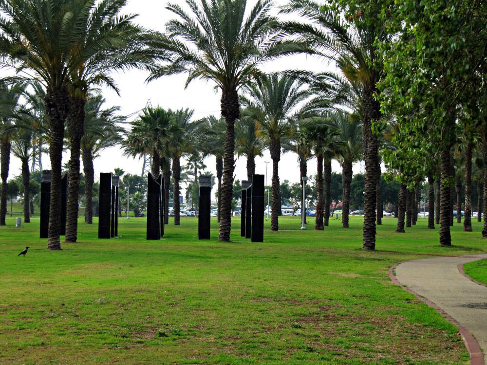 Memorial Site - Park HaYarkon (Ganei Yehoshua)
