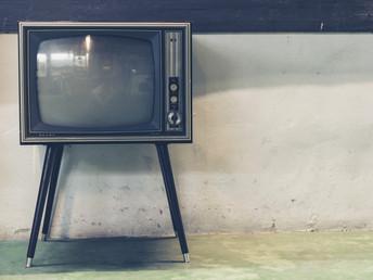 ¿Te observan detrás del televisor?