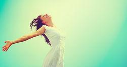 Feliz,amigos,amor,contento,mujer,exitolatinomagazine,exitolatinosuperate