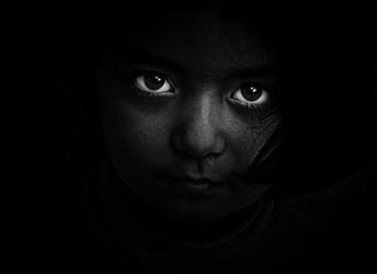 Los niños de los ojos negros ¿Vampiros o humanoides?