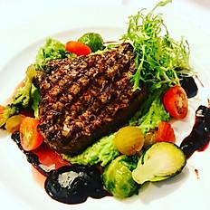 Stek z sezonowanej polędwicy wołowej limousine / Steak of seasoned limousine beef sirloin