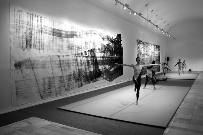 Merce Cunningham Dance Company. Décor: Cunningham Repertory Understudy Dance Group, Dancers I and II (2008) at Museo Nacional Centro de Arte Reina Sofia, Madrid, Photo: Francis Thompson