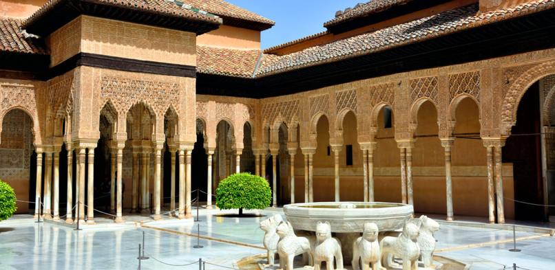 Alhambra_interiør-585774452-1170x570.jpg