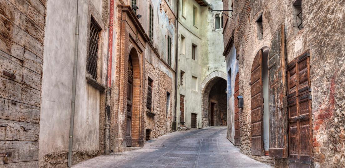 iStock_000054665062_Trevi_Umbria_Italia-