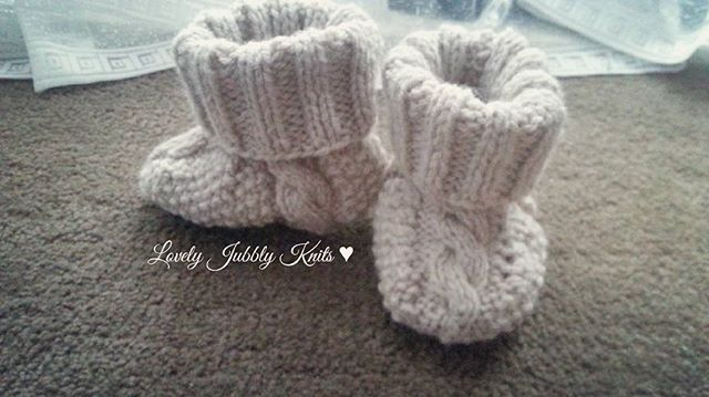 Knitted cable booties 6-12 months