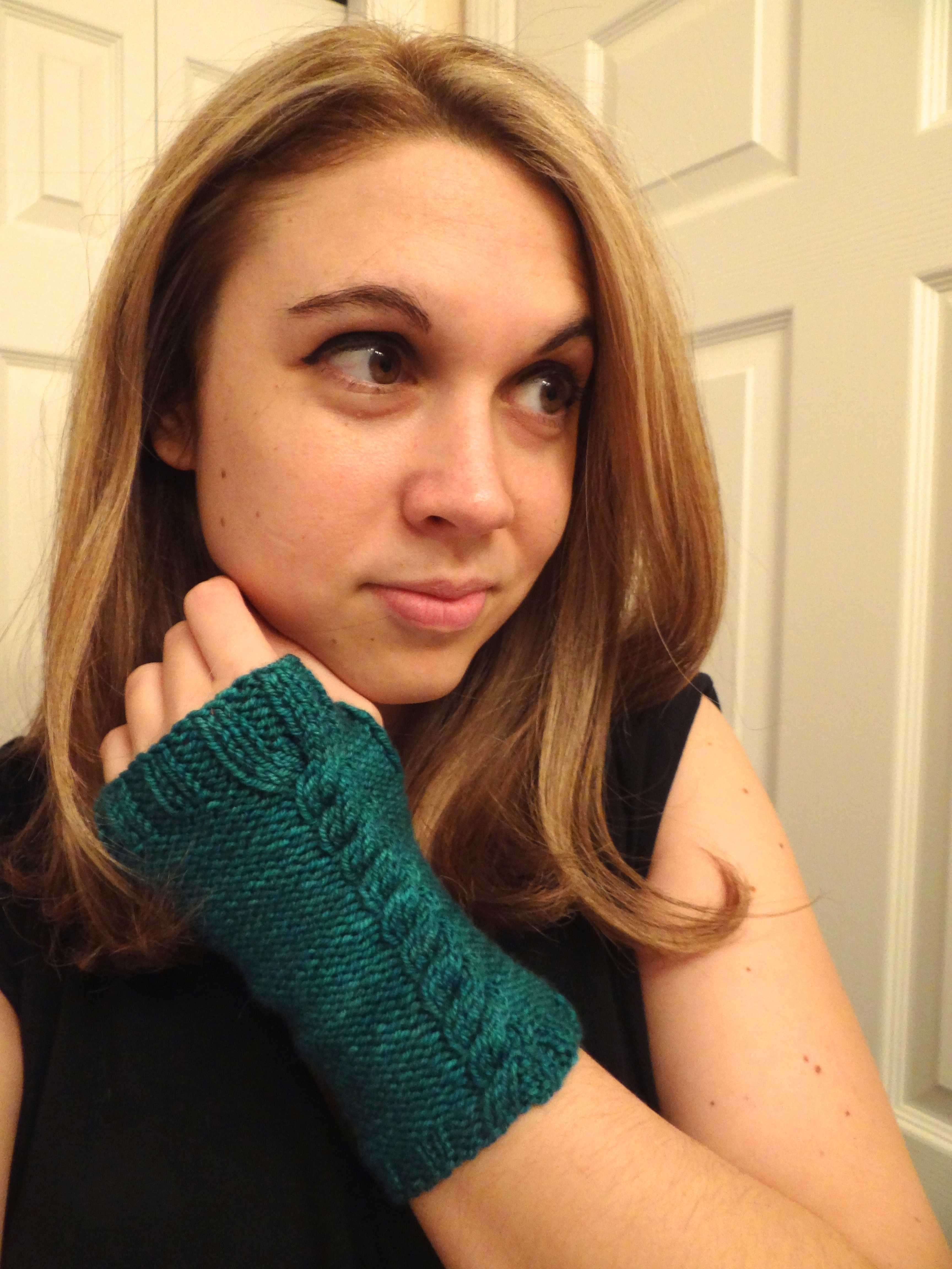 Cabled Mitts