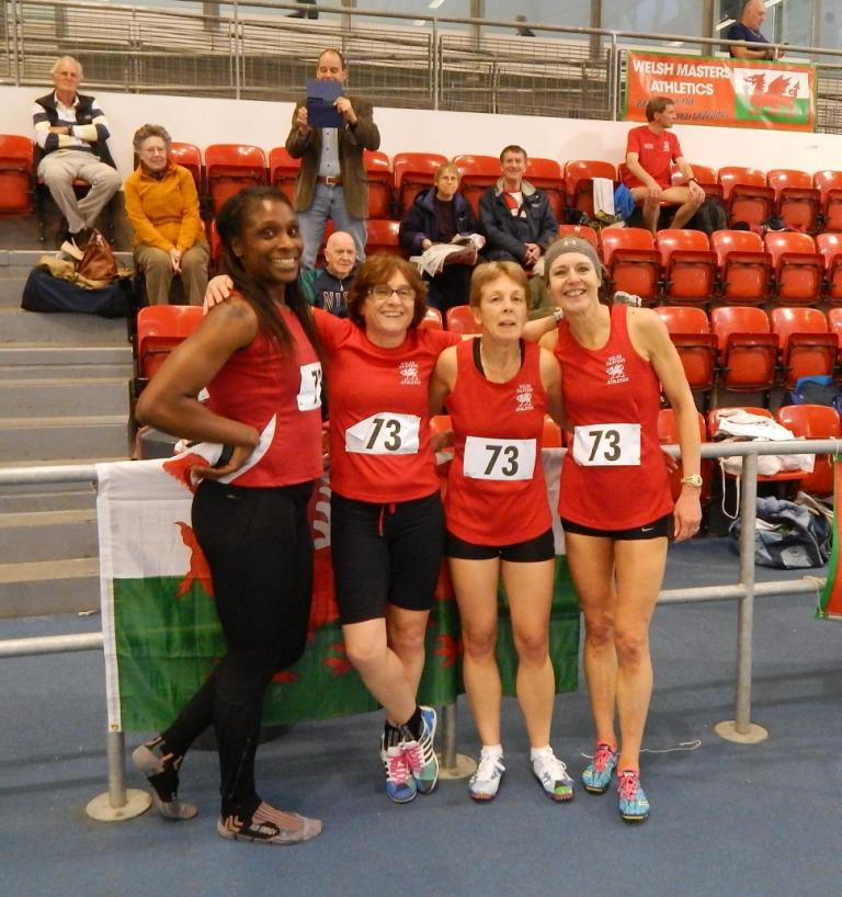 The W35 age group 4x200m relay team
