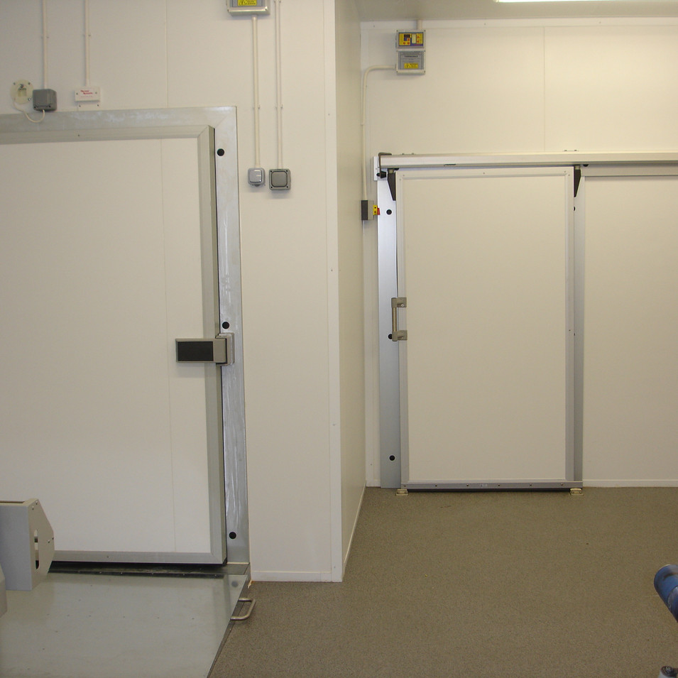 Lightweight Sliding Chiller Door