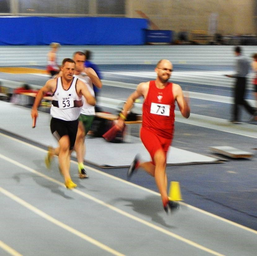 Stuart Pearce storming down the back straight in the M35 4x200 relay