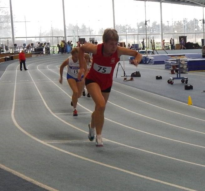 Angela Sonn gets away well in 200m