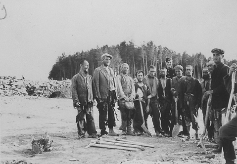 Group portrait of Jewish frorced Laborer