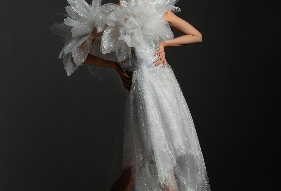 Белое платье с крупными цветами из органзы